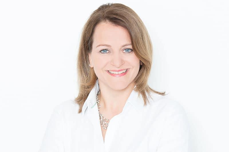 Syndikusanwältin, Leitung Recht und Personal: Esther Quella LL.M. (Medizinrecht)